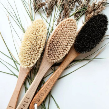 Dry brushing massage: how to do it and what are the benefits